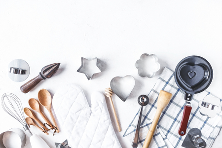 dishes and kitchen accessories for baking on the Kitchen table on a white background Copy space 免版税图像