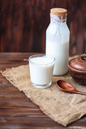 Homemade kefir, yogurt with probiotics in a glass on table Probiotic cold fermented dairy drink Trendy food and drink Copy space Rustic style. Standard-Bild