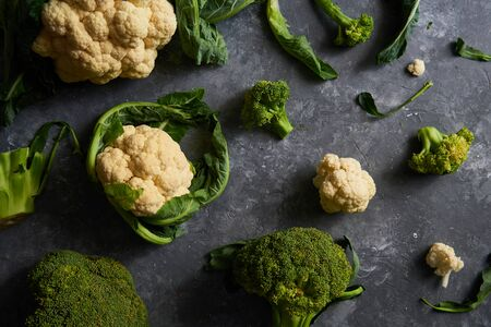 Organic cauliflower and broccoli on a plate on a dark background Imagens