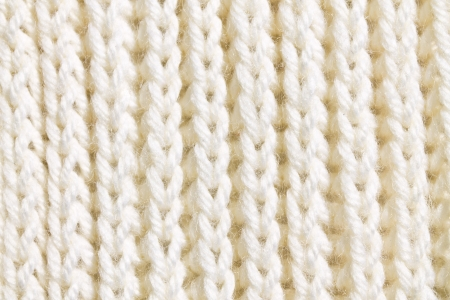 the texture of white wool knit braid Standard-Bild