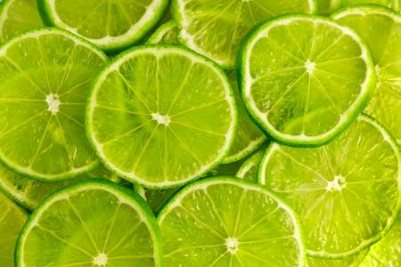 citricos: Fondo verde con c?tricos de rodajas de lim?n