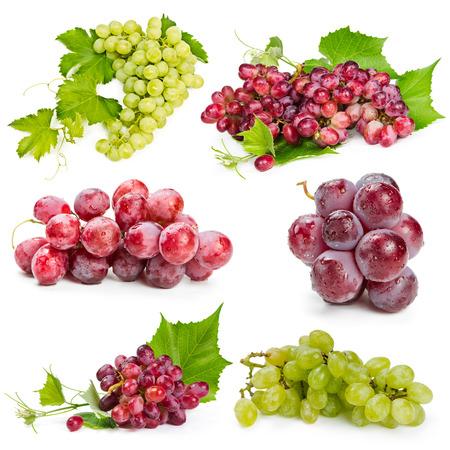 grapes: Conjunto de uvas rojas y verdes aisladas sobre fondo blanco Foto de archivo