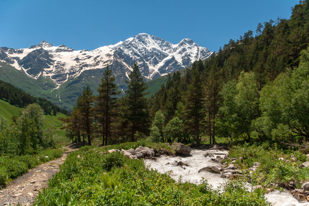 Beautiful mountain landscape of Caucasus. Stockfoto - 127557731