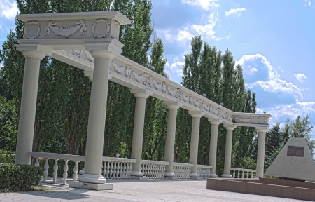 colonade: left half colonade with monument at summer