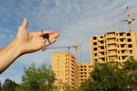 hypothec: Man holding keys