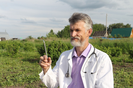 nippers: Doctor in rural areas before work