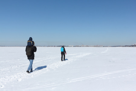 Man, woman and the child walking on the snow river in the winter, Siberia, Russia Banque d'images
