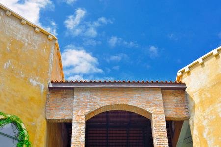 Italian entranc classic with blue sky Standard-Bild