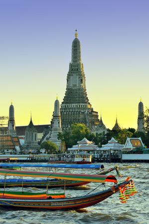 chao phraya: Beautiful wilight view of Wat Arun across Chao Phraya River,Bangkok Thailand Stock Photo