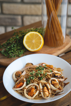 Seafood spaghetti. Pasta with squid and mussels Imagens