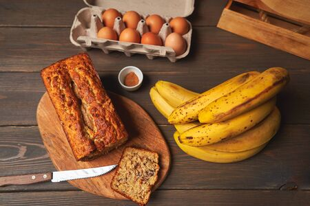 Healthy baking of banana bread, vegan dessert. Healthy vegan food concept Zdjęcie Seryjne