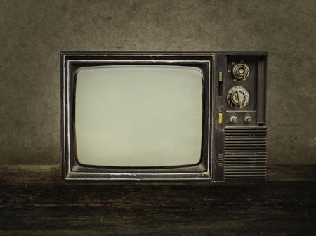 Old tv sur le bois dans la chambre.