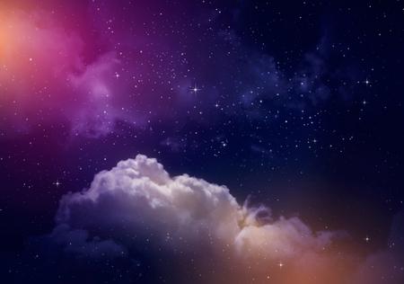 Espacio del cielo nocturno con nubes y estrellas.