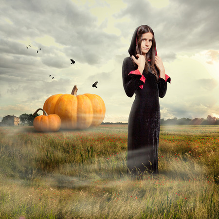 Young girl wearing witch costume, halloween time Imagens