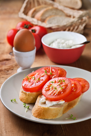cream cheese: bread with tomatoes and cream cheese