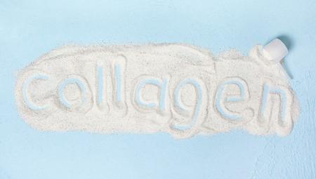 Blu con polvere di collagene da vicino Archivio Fotografico
