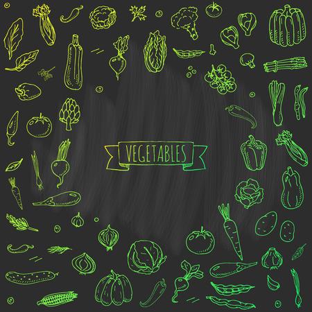 손으로 그린 낙서 야채 아이콘 세트 벡터 일러스트 레이 션 계절 야채 기호 컬렉션 만화 다른 종류의 야채 흰색 배경에 야채의 다양 한 유형 스케 일러스트