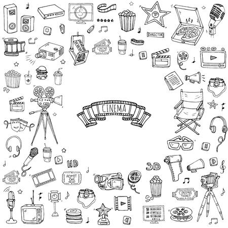 Doodle fijado Cine dibujado a mano. Ilustración del vector. La realización de películas iconos. Colección de películas símbolos. elementos de Cinematografía a mano alzada: cámara, cinta de la película, cámara de fotos, la pizza, palomitas de maíz, proyector, micrófono