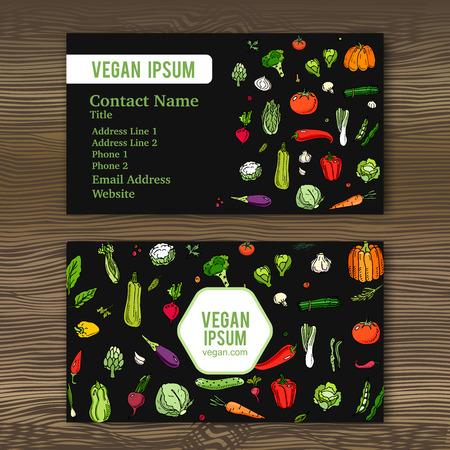 完全菜食主義の店やレストランの手描き落書き野菜アイコンがビジネス カード テンプレートです。ベクトルの図。木材の背景に季節野菜のシンボルの様々 なタイプを漫画します。スケッチ風のスタイル。