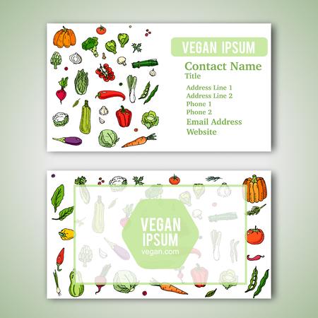 negocios comida: Plantilla de las tarjetas con dibujados a mano vegetales doodle de iconos para la tienda o restaurante vegetariano. Ilustración del vector. Dibujos animados varios tipos de símbolos de verduras de temporada en el fondo blanco. estilo incompleto.