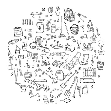 Hand getrokken doodle set van tuinieren iconen. Vector illustratie set. Cartoon Garden symbolen. Schetsmatige elementen collectie: grasmaaier, trimmer, spade, vork, hark, schoffel, trug, kruiwagen, slanghaspel.