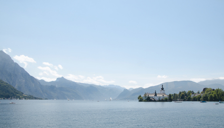 A beautiful view on the lake Traunsee from the town of Gmunden 版權商用圖片