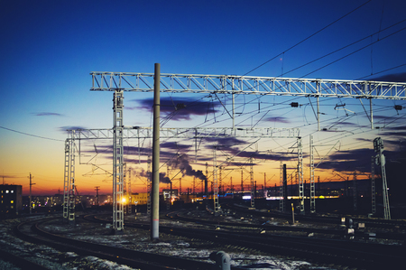 High-voltage wires above the railway tracks. Beautiful sunset sky. Stockfoto - 93631862
