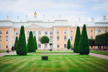 Saint Petersburg, RUSSIA - July 11, 2018: Beautiful historic building and park in Petergof in St. Petersburg. Redakční