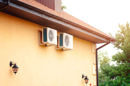 Detail of a country house with air conditioning on the wall. Banque d'images