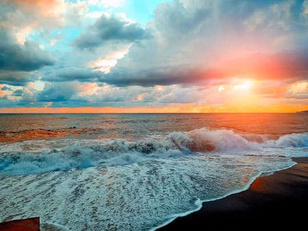 photo of seawaves under sunset Standard-Bild