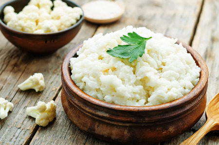 creamy cauliflower garlic rice on a dark wood background. the toning. selective focus Reklamní fotografie - 39420973