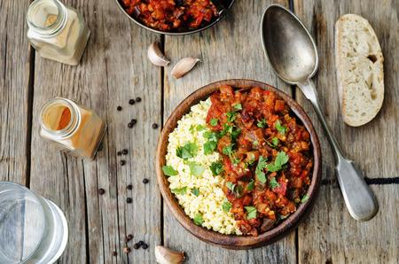 arabic food: mijo con mantequilla con curry de tomate berenjena
