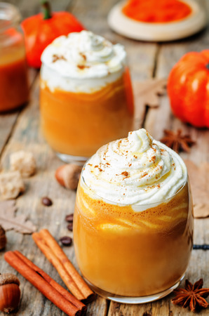 spice: ice honey pumpkin spice latte with whipped cream