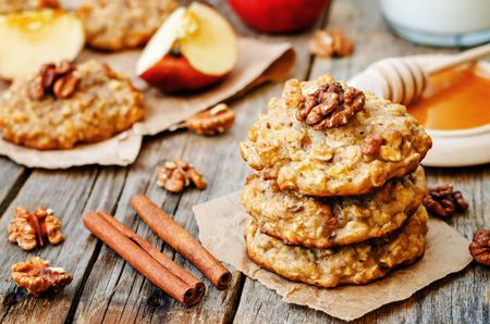 apples oats cinnamon cookies on a dark wood background. the toning. selective focus Archivio Fotografico