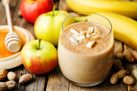 mantequilla: Manzana pl�tano mantequilla de man� licuado
