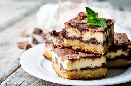 bary krem czekoladowy ser na białym tle