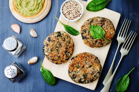 vegan quinoa eggplant spinach chickpeas Burger. Zdjęcie Seryjne
