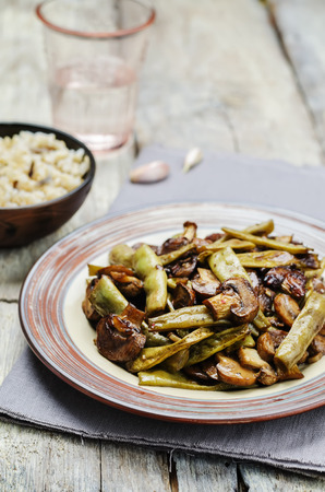 snap bean: Roasted mushrooms with balsamic green beans. toning. selective focus