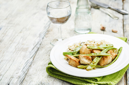 snap bean: Balsamic chicken with green beans and brown rice. toning. selective focus