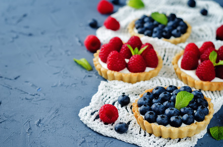 Blueberry and raspberry tartlets. toning. selective focus Stock fotó