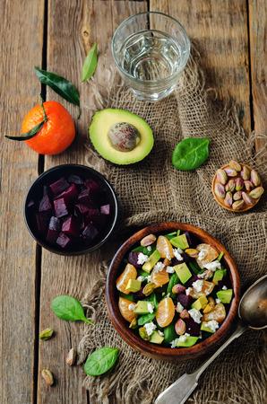 Insalata di pistacchi di feta con spinaci e mandarino. tonificante. messa a fuoco selettiva Archivio Fotografico - 94700485