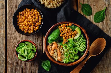 Roasted Chickpeas Spinach Quinoa Avocado Cucumber Buddha bowl. toning. selective focus Standard-Bild - 96952025