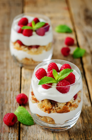 Greek yogurt raspberry biscuit parfait on a wood background. toning. selective focus Imagens - 122746085