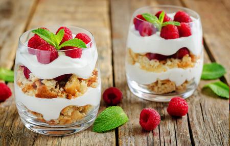 Greek yogurt raspberry biscuit parfait on a wood background. toning. selective focus Imagens - 122746090