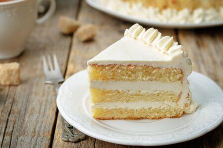 Gâteau éponge à la crème au beurre. tonifiant. mise au point sélective