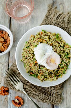 Basil nuts pesto quinoa with walnuts, parsley and poached egg. toning. selective focus Stockfoto