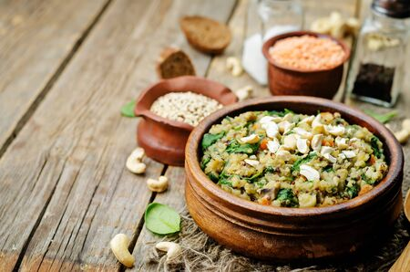 lentils mushroom spinach quinoa with fresh spinach leaves and cashews. toning. selective Focus Zdjęcie Seryjne