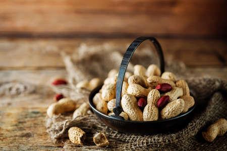 Peanuts in a bowl. toning. selective focus 版權商用圖片