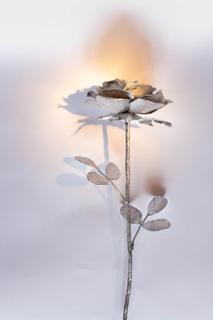 Hand forged rose. Rose handmade forged from metal on a white background. Banque d'images