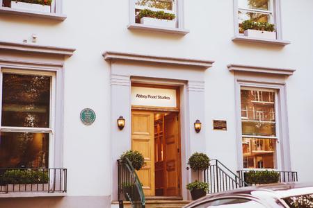 런던 -2007 년 8 월 24 일 : 애비로드 녹음 스튜디오 1969 비틀즈 앨범에 의해 유명 하 게 에디토리얼